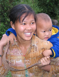 Khmu mother and child, 2005